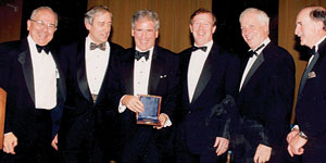 Bill Campbell receiving the Alexander Hamilton Award