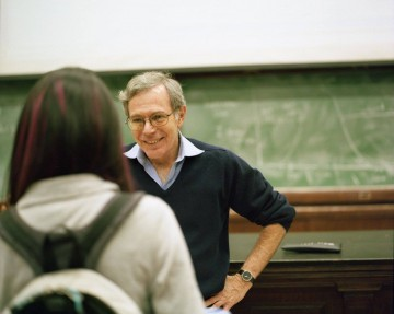 Photo of Eric Foner teaching in classroom