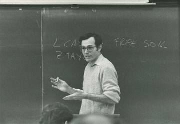 Photo of Eric Foner in the classroom