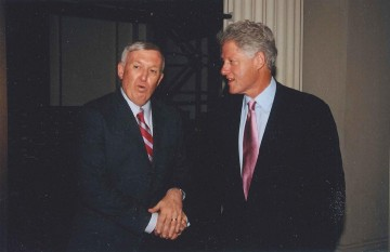 Photo of Kenneth T. Jackson with President Bill Clinton