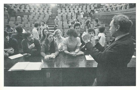 Photo of Ronald Breslow instructing students in Havemeyer Hall