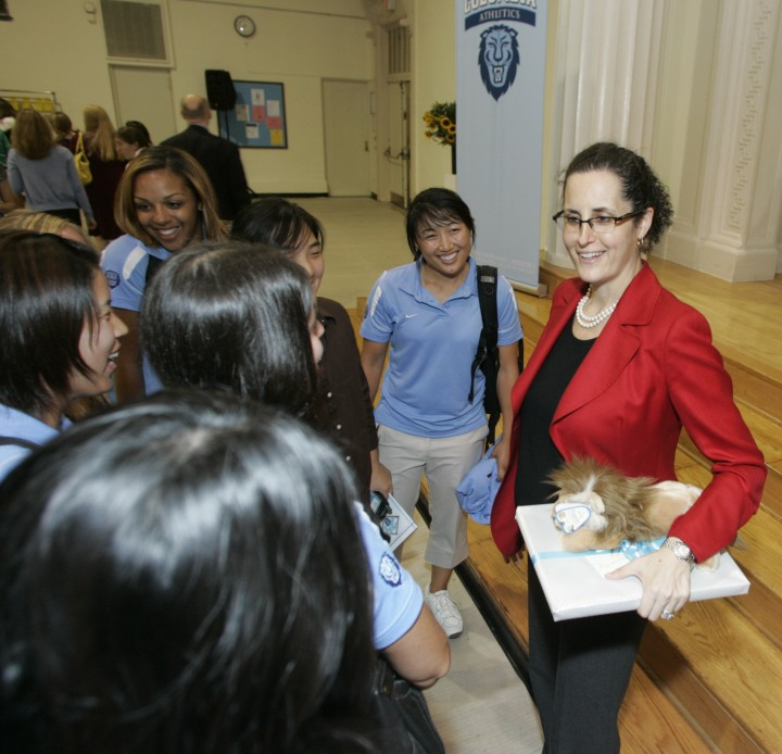 Lisa Carnoy CC'89 speaks with students at an athletics event after winning an award