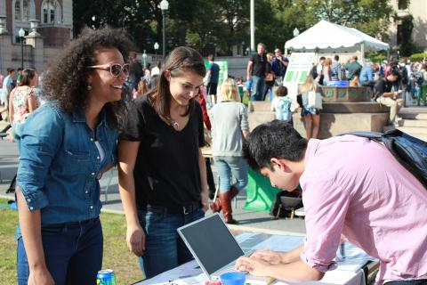 Representatives of Columbia's more than 300 student organizations connected with new students during Undergraduate Student Life's annual Activities Day. Here, the Double Discovery Student Organization's (DDSO) Volunteer Coordinators sign up volunteers for the Double Discovery Center. Photo: Courtesy Double Discovery Center