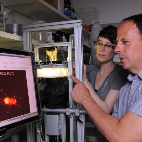 Instructor teaching student on computer in Zuckerman Lab