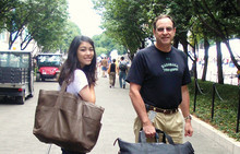 Dr. Jonathan D. Kaunitz '72, '76 P&S and his daughter, Genevieve '11, on College Walk during Orientation 2007.