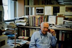 "David Perlman '39, '40J may have found science ""boring"" as a student, but he has covered every major science story of the past half-century in his remarkable journalism career. Photo: Brant Ward"
