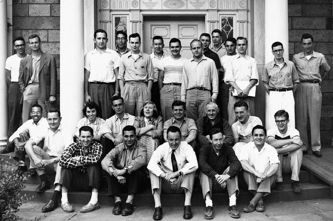 Geochemistry faculty and graduate students gather in front of Lamont Hall in 1954. Broecker is seated in the second row from the bottom, far right; geochemistry professor J. Laurence Kulp, who encouraged Broecker's enrolling at Columbia, is seated with neck tie at center front. Photo: Courtesy Lamont-Doherty Earth Observatory Archives