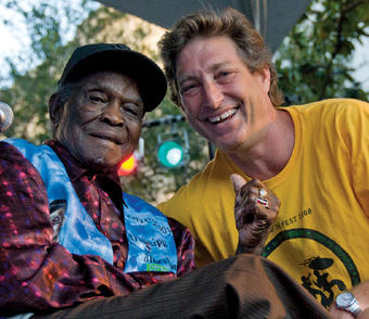 "Aiges with the late blues musician David ""Honeyboy"" Edwards in 2008. PHOTO: COURTESY SCOTT AIGES '86"