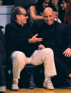 Jack Nicholson makes a point to Dr. Robert Klapper '79, '83 P&S during a break in a Lakers game. PHOTO: COURTESY DR. ROBERT KLAPPER '79, '83 P&S