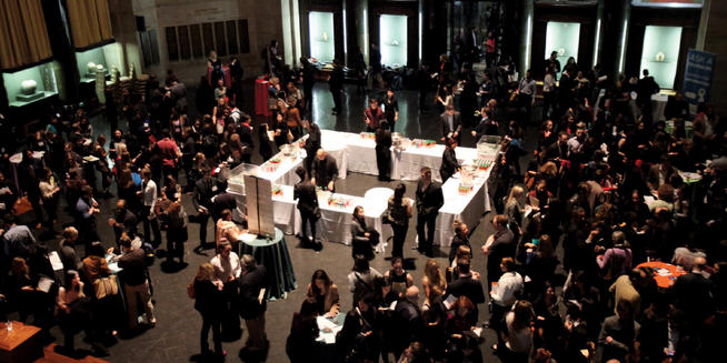 Media Networking Night has proven to be extremely popular, with students and alumni filling Low Rotunda.  PHOTO: BRUCE GILBERT