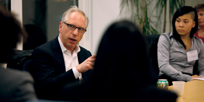 Elliot Sloane '83 spoke with a group of students at a Dinner & Discussion Series event on March 4. PHOTO: BRUCE GILBERT