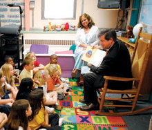 Nashville Mayor Karl Foster Dean '78 reads to first-graders at Percy Priest Elementary School in September; he has visited more than 70 schools since taking office. Photo: Photographic Services, Metropolitan Government of Nashville