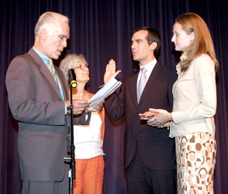 Garcetti was sworn in for his second term as councilman in 2005 by his father, former Los Angeles County District Attorney Gil Garcetti. Joining them are his mother, Sukey, and Amy Elaine Wakeland; Garcetti and Wakefield were married in January 2009. Photo: Courtesy Eric Garcetti '92, '93 SIPA