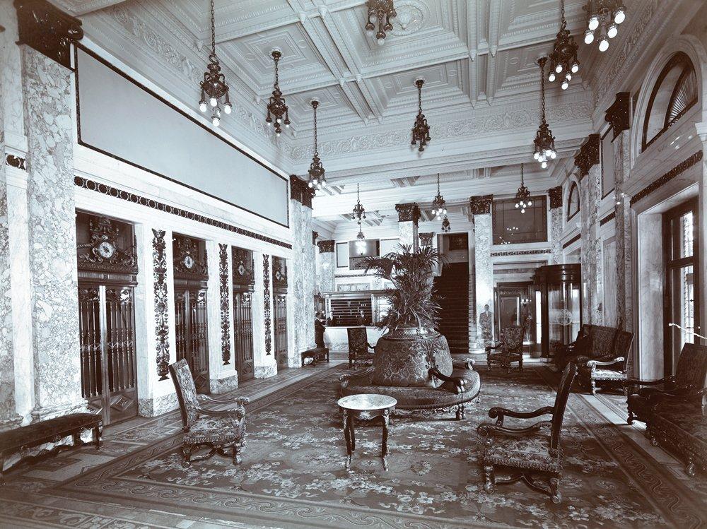 The Plaza lobby, 1907