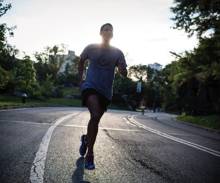 Robert Reffkin '00, BUS'03 participates in a marathon.