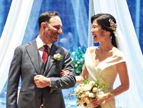 Photo from the wedding of Joshua Philip Ross '97 and Jihyun Jo