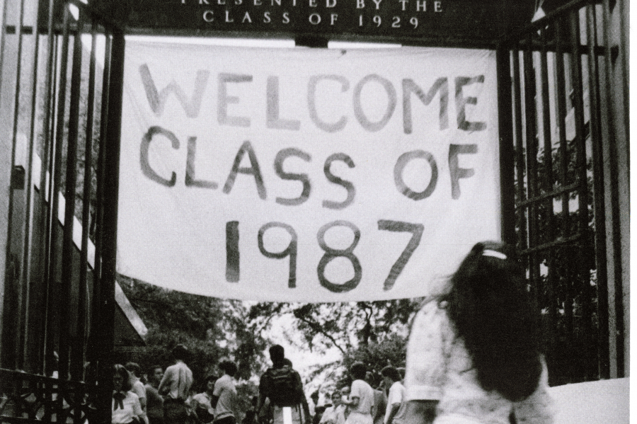 "A sign at the College gates reading ""Welcome Class of 1987"""