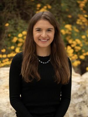 Arianna Menzelos CC'21